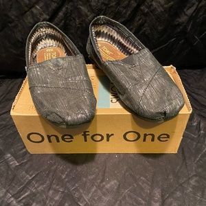 Women's Toms  Classic Slip On Shoes  size 6.5